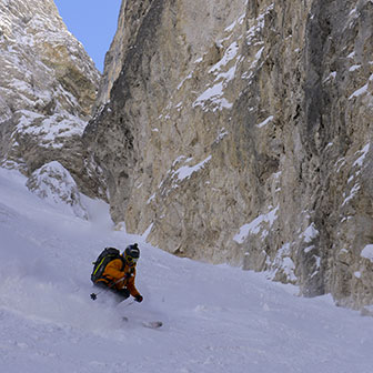 Steep Skiing at the Sella Couloirs to Pordoi, Joel & Holzer