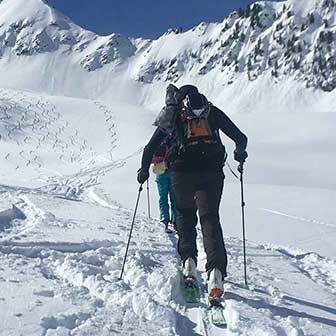 Ski Mountaineering to Giogo Trattenjoch in Valle Aurina & Tures