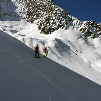 Ski Mountaineering to Mount Sasso Lungo in Valle Aurina & Tures