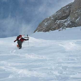 Ski Mountaineering to Vallon della Manstorna in the Pale di San Martino