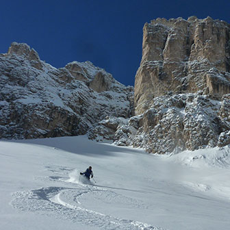 Off-piste Skiing in Val di Mezdì in the Sella Group