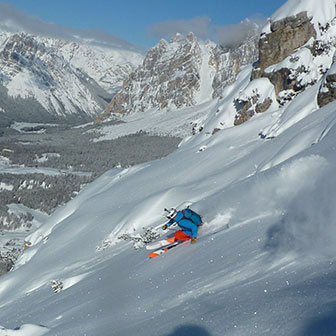 Off-piste Skiing Sci 18 on Faloria Mountain